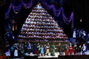 christmas in portland lights events singing christmas tree things to do oregon activities