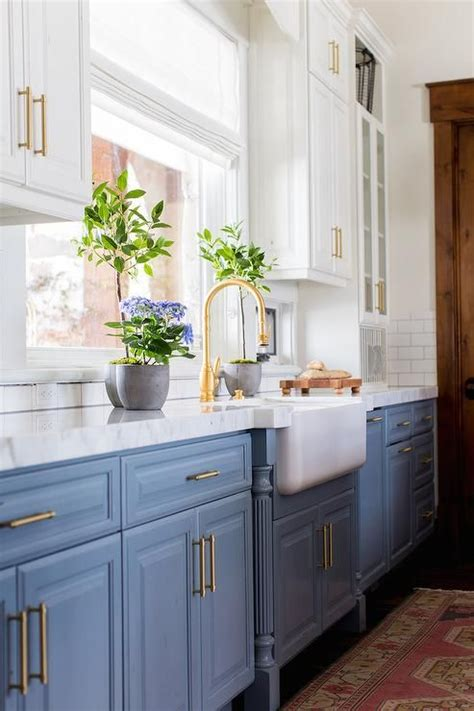 navy blue bottom kitchen cabinets 30 gorgeous blue kitchen decor ideas digsdigs