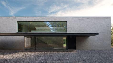 bureau d architecture 钁e uccle belgium marc corbiau bureau d 39 architecture concrete black large windows