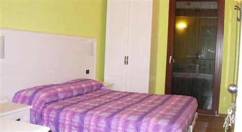 Con Camino E Vasca Idromassaggio Suite Con Camino E Vasca Idromassaggio Hotel Con Piscina