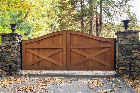 Gorgeous Cedar Wood Farmhouse Design Driveway Gate With
