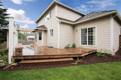 building  deck     space   yard effectively