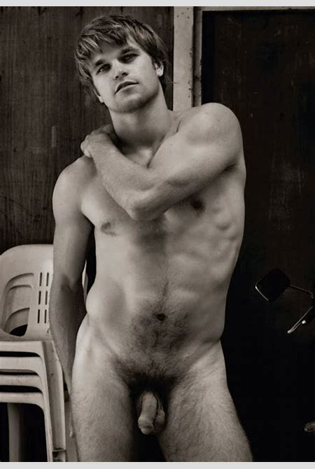 Coluna LGBT: Nu Artístico by Paul Freeman
