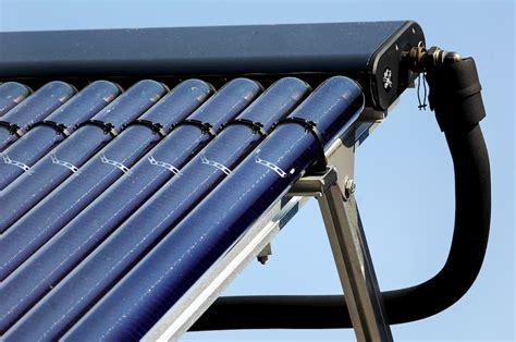 Solaranlage Roehren Oder Flachkollektor by Kombination Solarthermieanlagen Mit Anderer Heiztechniken