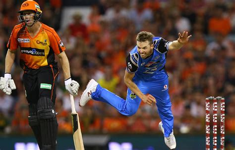 Adelaide strikers won by 5 wickets. Preview: Scorchers v Strikers | Adelaide Strikers - BBL