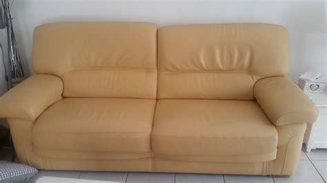 repeindre canapé repeindre mon canapé en cuir jaune clair sofolk