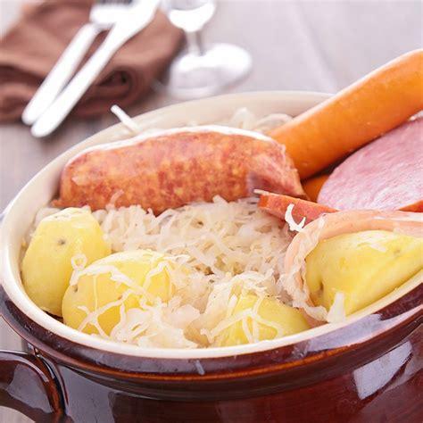 recettes cuisine alsacienne traditionnelle recette choucroute traditionnelle alsacienne