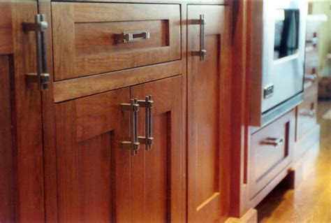 knobs or handles on kitchen cabinets how to choose the best pulls for your kitchen cabinet 9641