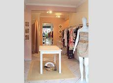 A decoração de loja de roupas femininas pequena requer