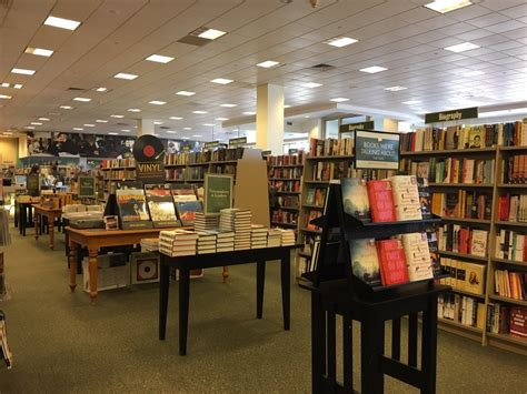 barnes and noble bayshore barnes noble booksellers 15 photos 10 reviews book