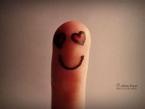 marvelous photography  creative finger art