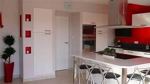 Deco Mur Cuisine : deco cuisine blanche mur rouge ~ Teatrodelosmanantiales.com Idées de Décoration