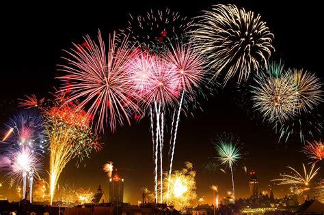 วันหยุดปีใหม่ ยาวเต็มอิ่ม 5 วัน คณะรัฐมนตรีอนุมัติแล้ว ...
