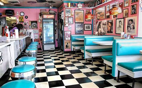 Rock-cola '50s Diner Is One Of The Best Nostalgic