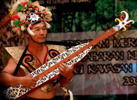 Berikut ini contoh alat musik tradisional yang lengkap disertai penjelasan seperti asal daerahnya, cara 20 alat musik tradisional. Alat Musik Harmonis : Pengertian, Contoh dan Penjelasannya dengan Lengkap - Balubu