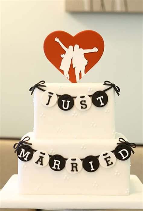 wedding cake ideas modern style  heart topper diy