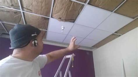 faux plafond suspendu la pose des dalle îlot centrale