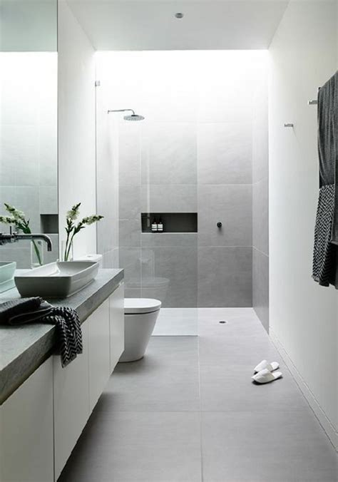 Badezimmer Fliesen Hellgrau by Modernes Badezimmer Wei 223 Hellgrau Fliesen Pflanze Dusche