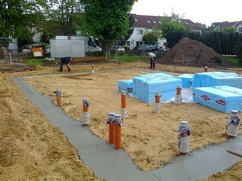 hausbau bodenplatte fundament legen betonieren teil