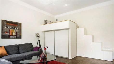 mezzanine canap lit mezzanine adulte pour l 39 aménagement du petit appartement