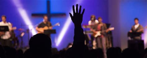 churches continue move  contemporary worship style