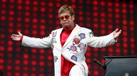 elton john honoured  fight  hiv  aids