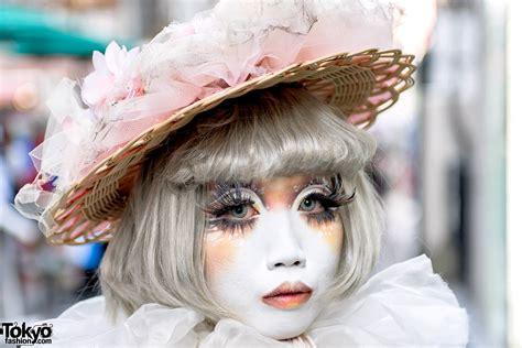 Japanese Shironuri Artist Minori in Harajuku w/ Straw Hat ...