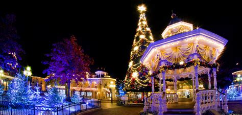 when does disneyland start decorating for christmas 2017