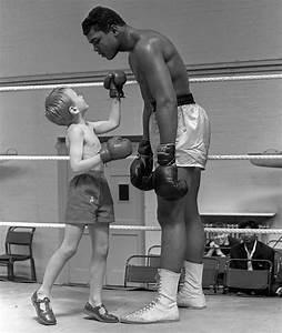 Muhammad Ali vs a little kid : photoshopbattles