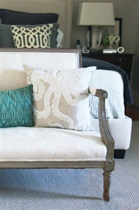 End Of Bed Loveseat by 17 Best Images About Bedrooms On Guest Rooms
