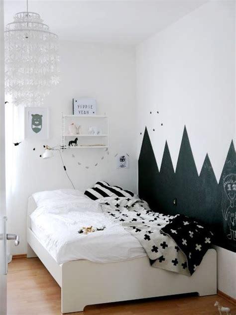 Kinderzimmer Wandgestaltung Berge by Hat Mit Dem Tafellack Kolorat H 252 Bsche Berge An