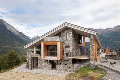 Diseño De Casa Moderna En La Montaña, Fachada Piedra Madera