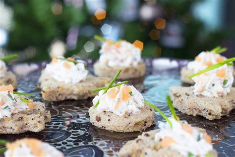 canape aperitif canapés de saumon fumé et fromage frais pour un apéritif
