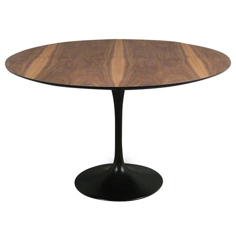 tulip table eero saarinen quot tulip quot dining table by knoll at 1stdibs