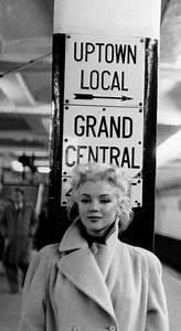Marilyn Monroe Bilder Schwarz Weiß : marilyn monroe photographed by ed feingersh leute fr ulein und schwarz wei fotos ~ Bigdaddyawards.com Haus und Dekorationen