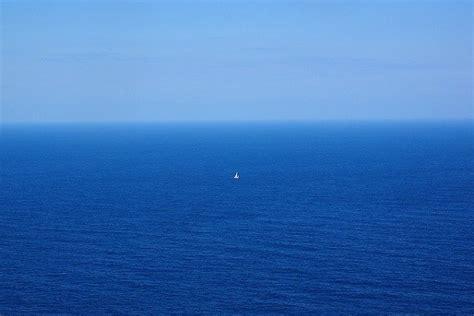 井 の 中 の 蛙 大海 を 知らず されど 空 の 青 さ を 知る