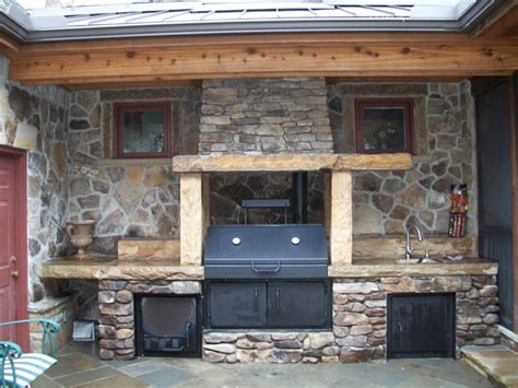Outdoor Pizza Ovens & Smokers