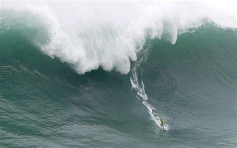 Fotos: poniendo en riesgo sus vidas, surfistas desafían a ...