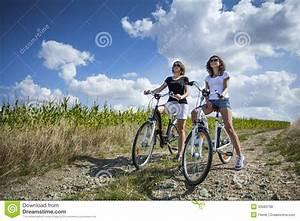 Hübsche 12 Jährige Mädchen : zwei h bsche m dchen auf fahrr dern stockfoto bild von bung leute 33580708 ~ Eleganceandgraceweddings.com Haus und Dekorationen