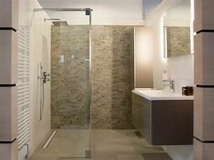 Badezimmer Design Badgestaltung : gemauerte dusche als blickfang im badezimmer vor und nachteile ~ Orissabook.com Haus und Dekorationen