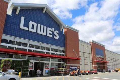 Lowe's Expands Benefits And Announces Cash Bonus