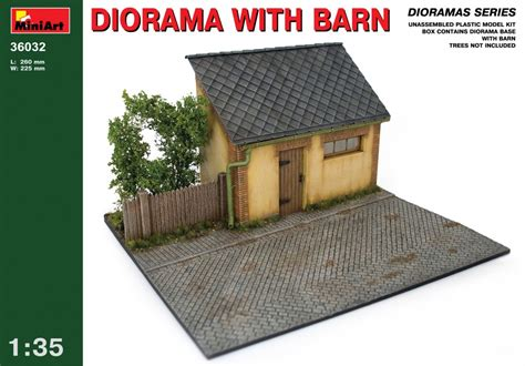 Miniart  36032 Diorama With Barn