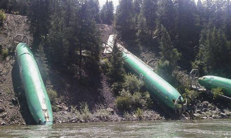 Boeing examining effects of train derailment on 737 plane ...