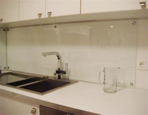 aimant cuisine applications aimants protège mur dans la cuisine