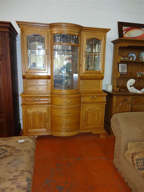 china cabinet   winners  furniture solid honey oak lots  storage space lit