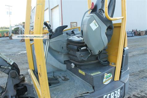 volvo ecr mini excavator  turn tail    hours  lb