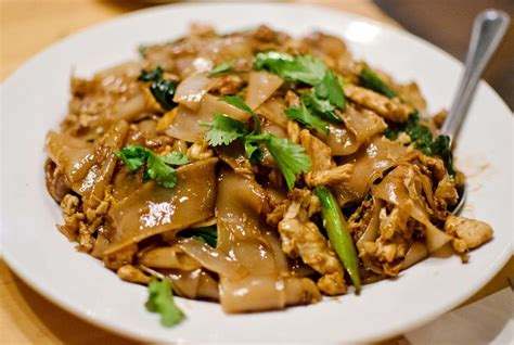 pad see ew chicken pad see ew rice noodles fried with soy sauce