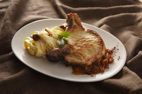 recette de c 244 tes de porc aux oignons caram 233 lis 233 s et p 226 tes fra 238 ches facile et rapide