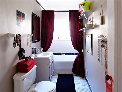 Hollywood-inspired Girl's Bathroom