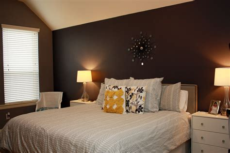 pic  posts wallpaper accent wall master bedroom